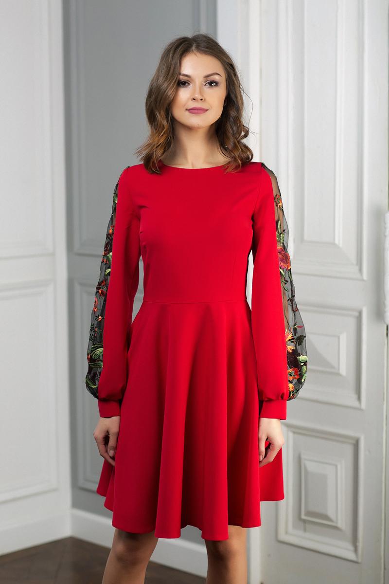 Насыщенно-красное платье с сетчатыми вставками на рукавах – лаконичная  модель 68339e5cd9017